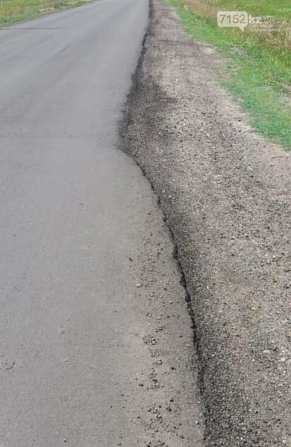 Вместо ремонта разрушенной дороги на хорошую положили слой нового асфальта в СКО, фото-2