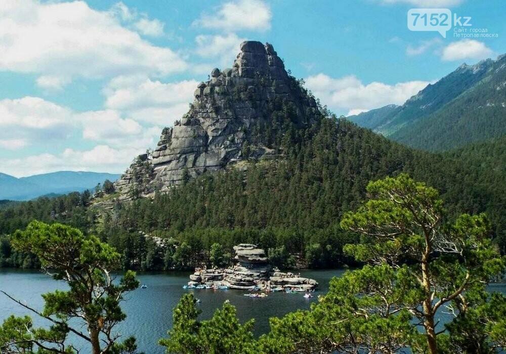 Гора Окжетпес и скала Жумбактас