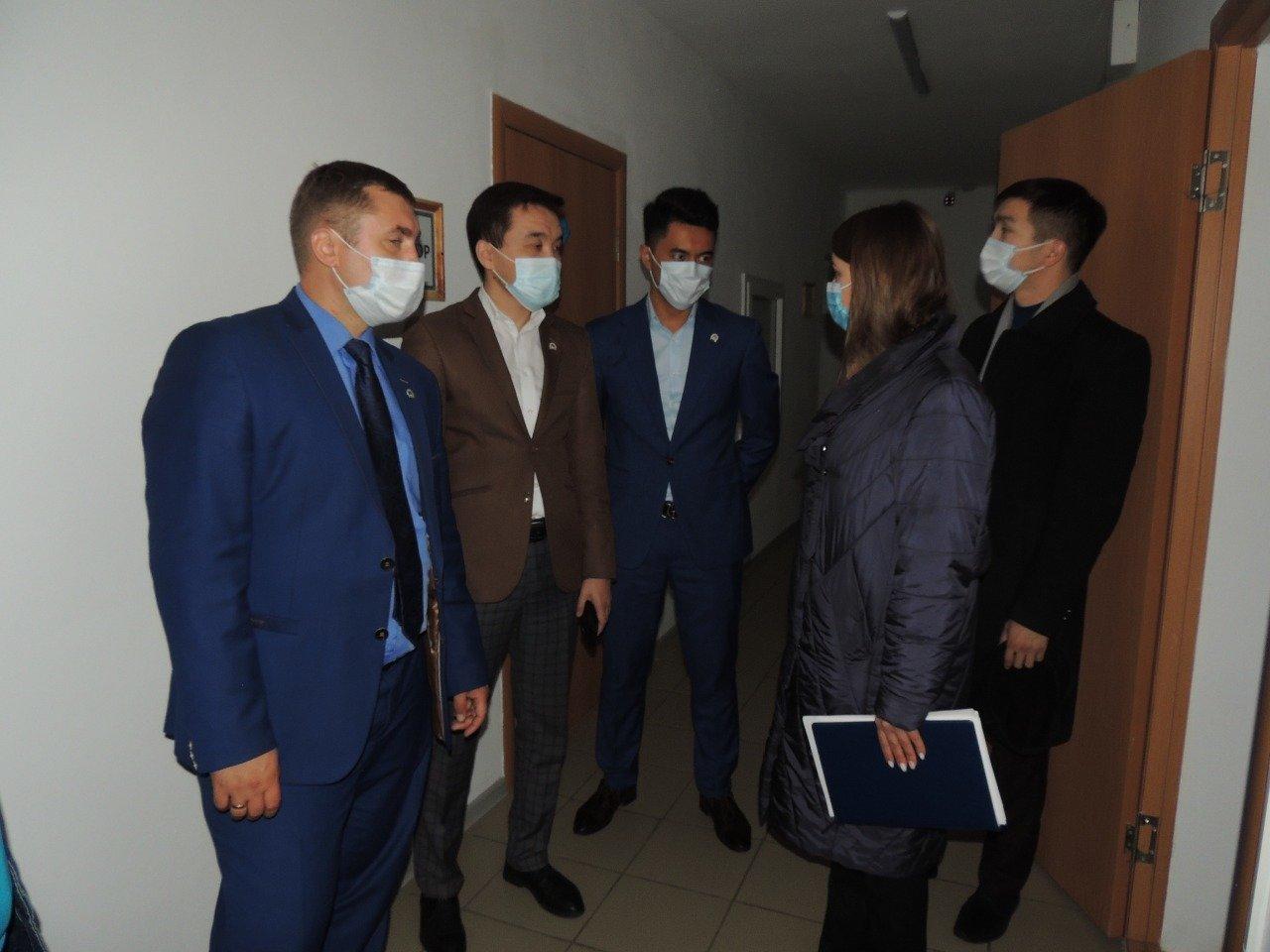 Партийцы ознакомились с условиями проживания студентов Kozybayev University, фото-1