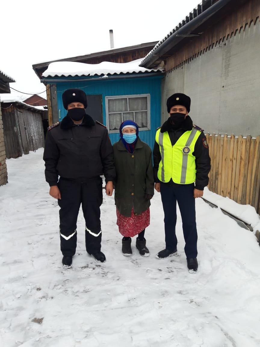 Заблудившуюся пенсионерку доставили домой полицейские в СКО, фото-1, ДП СКО